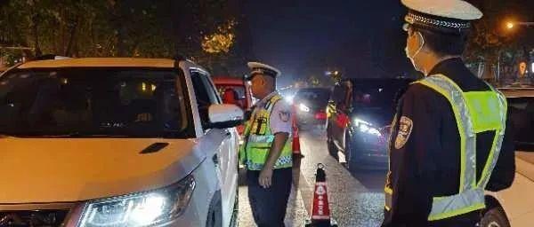 今晚14个路口跟辛集交警一起去夜查吧