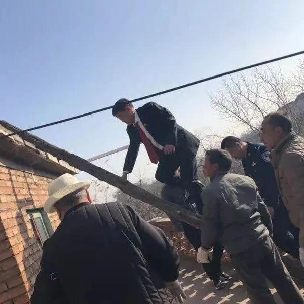 涉县法院:首次网络直播强制腾房,8万网友全程围观!