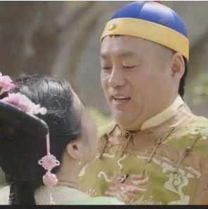 ?宋晓峰被虎妞强吻,当场整吐了,笑抽!