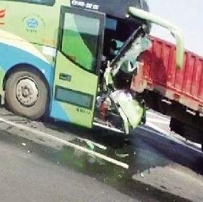 高速上司机突然的一个举动,一条命没了……你哭也没用啊