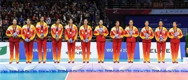 今天,@中国女排承包全网的祝福!她们回了8个字……