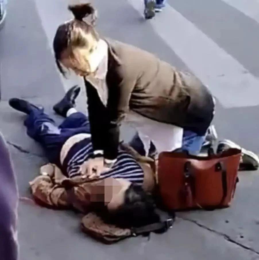"""最美""""准妈妈""""!孕育着生命,街头拯救生命感动了无数网友!"""