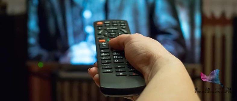 """高阳人注意:看电视时的这个习惯,可能正在?#28595;?#26432;""""你的睡眠!"""