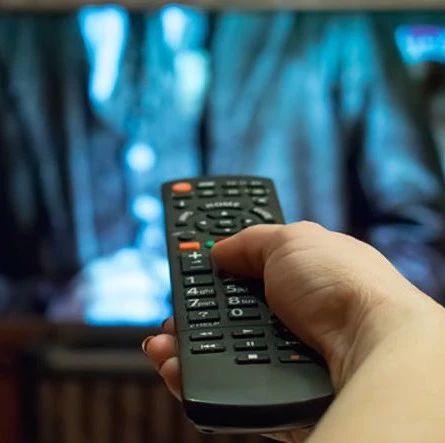 看电视时有这个习惯,可能会诱发多种疾病!