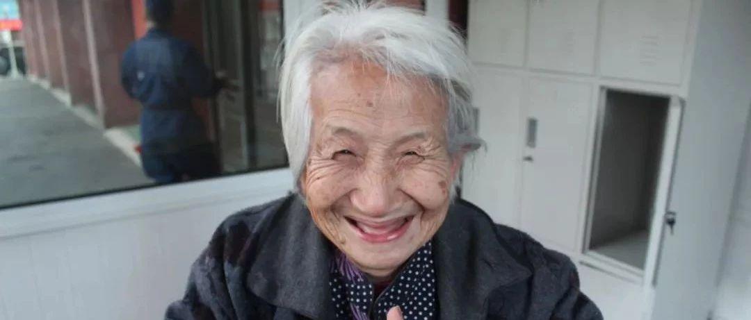 94岁孤寡老人一直以为自己有亲人,结果真有了……