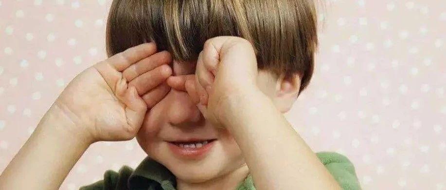 新安家长注意了!11岁男孩视力竟不如中老年人!只因晚上常干这件事……