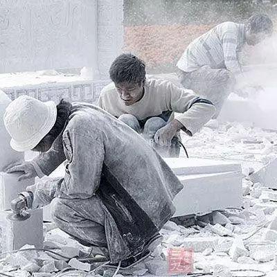 【围观】夹江农民工一天300元的工资是这样得来的,看完还羡慕吗?