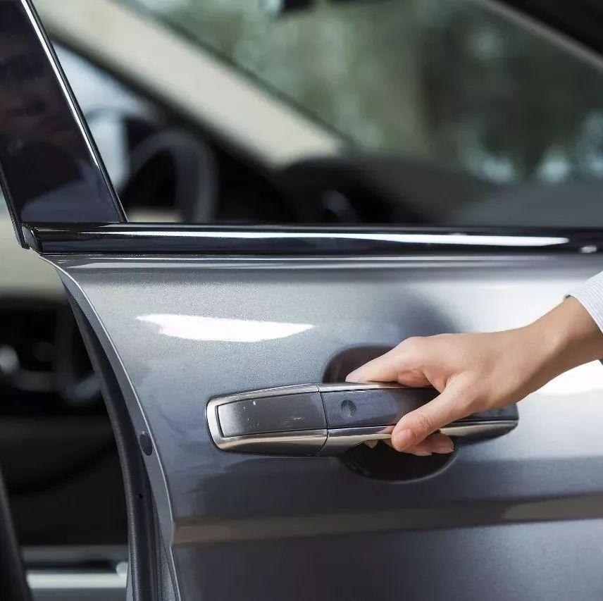 【提醒】你用哪只手开车门?这样开,竟能挽救一条人命!