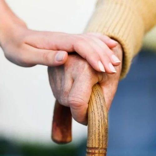 家里老人有这些症状要小心!很多人都忽视了,中年人也可能中招→