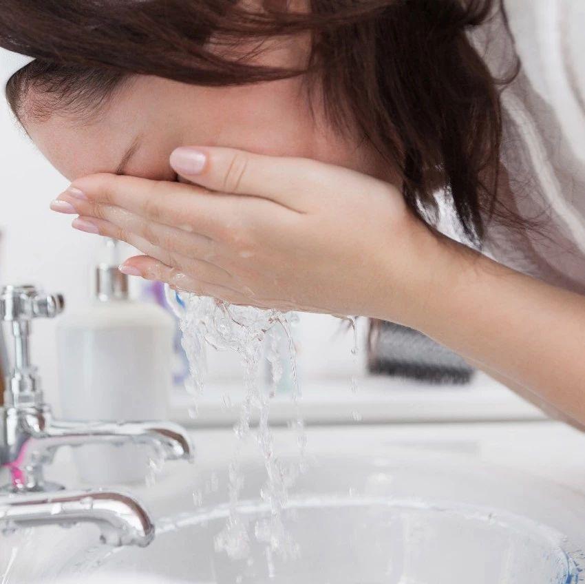 什么?洗脸不能用毛巾搓!5个洗脸误区,荆门的你中了几个?