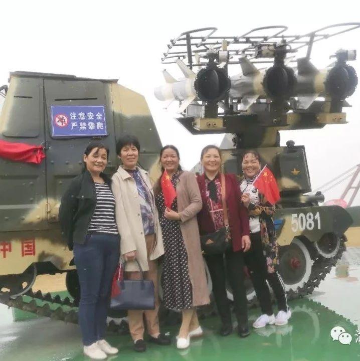 看最美岸线,参观九江舰,县人民医院组织离、退休老党员职工感受家乡巨变