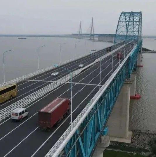 17时18分,沪苏通长江公铁大桥已开放通行!
