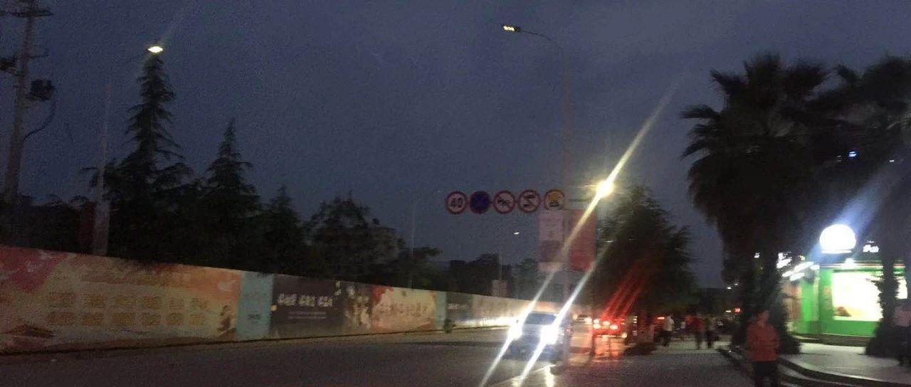 [网友爆料]莲花广兴路旁的路灯为何闪不停!影响市民出行啦!