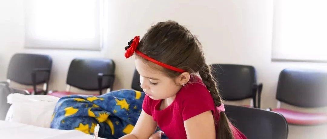 教育孩子最好的方式:不止低头拼成绩,更要抬头看未来