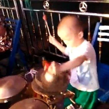 哪个村唱戏?这个小孩实在厉害!