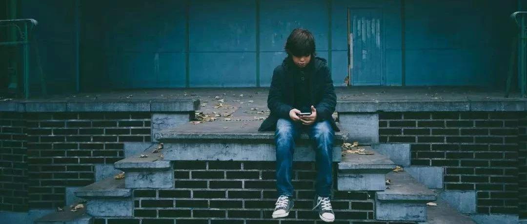手机正在偷走孩子的大学梦?!戒掉手机,德令哈聪明家长已经这样做了,孩子不生气还听话