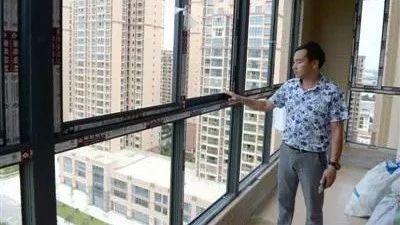 巴中一市民发现自己四年前买的房子正在被别人装修......