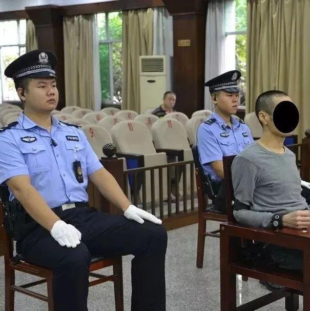 亚博娱乐官方唯一入口一男子因700元介绍费掐死介绍人儿子逃亡十八年后今受审