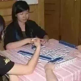 【方言】黄冈这个打麻将的小嫂子谁认识?都在传!