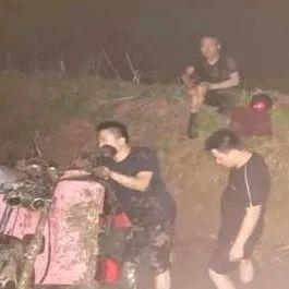 益阳一名残疾人骑车时不慎落水,危急时刻他们出手了!