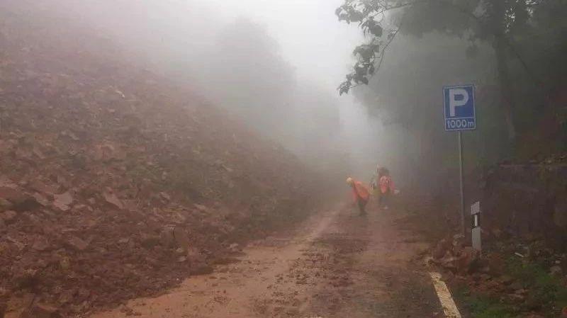 连夜抢修10小时,S246石井段塌方处已恢复半幅通车
