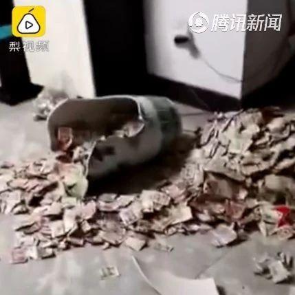 男子私房钱暗藏花瓶被意外打碎,妻子大笑:数了整整一上午
