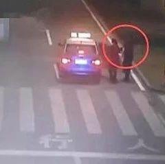 3女子斑马线前假意让司机先走!司机照着做,没想到被坑