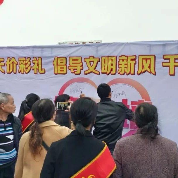 焦点|昨日下午,近千金沙平台人齐聚长征广场这里签名发起倡议(附航拍视频)!