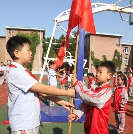 佩戴红领巾――是儿童节送给孩子最好的礼物!