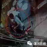 澳门威尼斯人游戏网址解放路一小偷偷电瓶,当场被拍视频曝光!