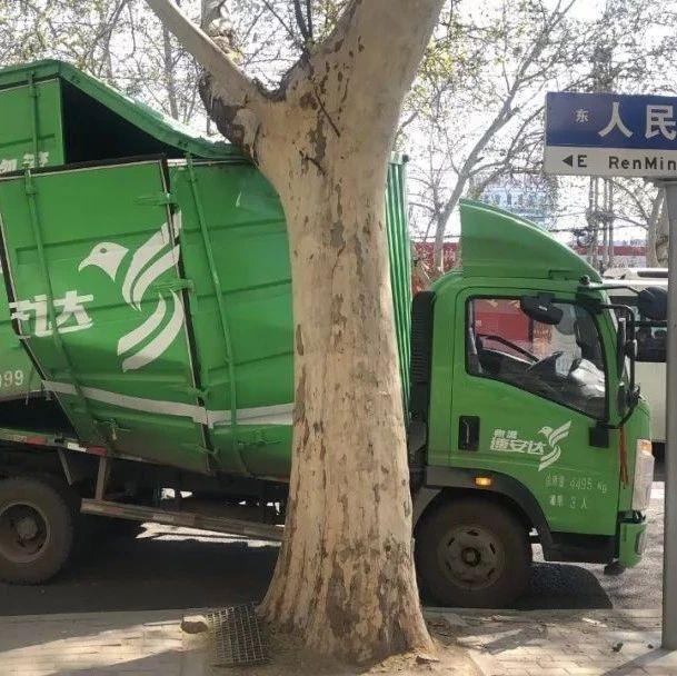 轰隆一声响!漯河二高门口,一厢式货车出事儿了...