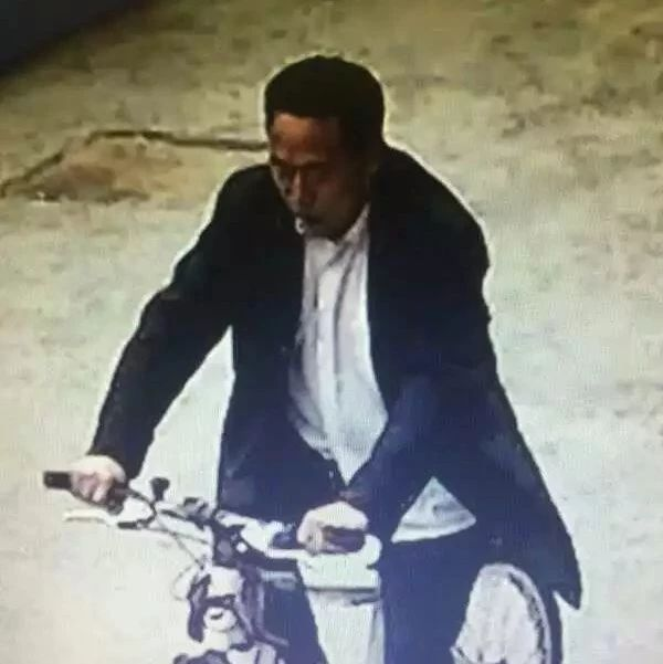 """漯河谁认识这男的?他""""骑错""""自行车啦!"""