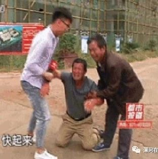 干活不给钱,还蛮横棍棒抽人?漯河14名农民工跪地哭求:秋收无钱回家......