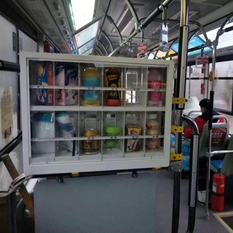 漯河一公交车上装自动售货机,要被拆除,网友不认了…