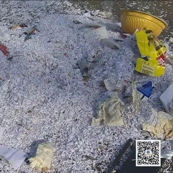 漯河:为报复环卫工,随意抛洒垃圾,当场被抓现行!