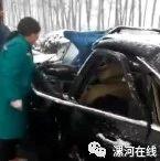 揪心!漯河大雪中发生惨烈车祸,车头都扁了!