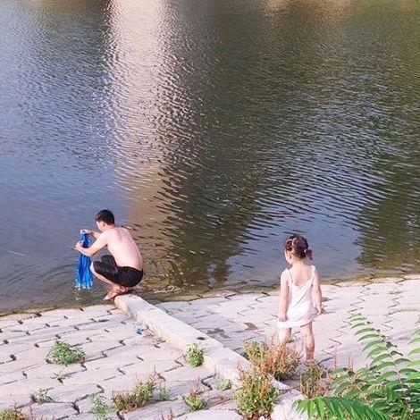 汝州一男子不听劝导致两名儿童溺水,险酿悲剧!