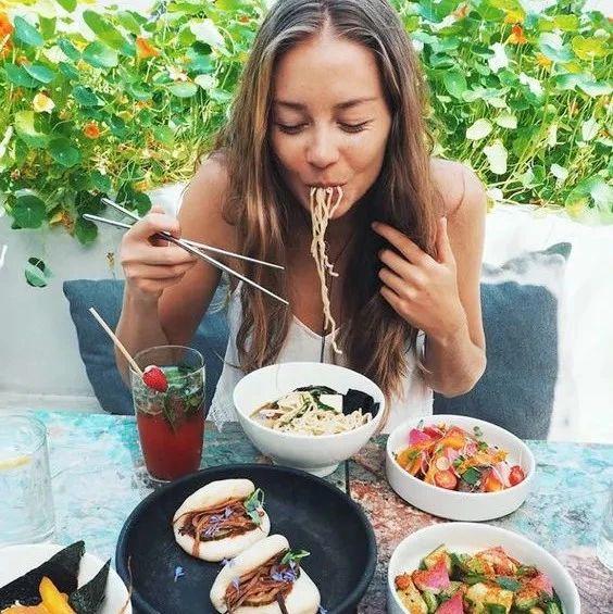 筷子每天都在用,但用这种筷子吃饭,小心慢性中毒!
