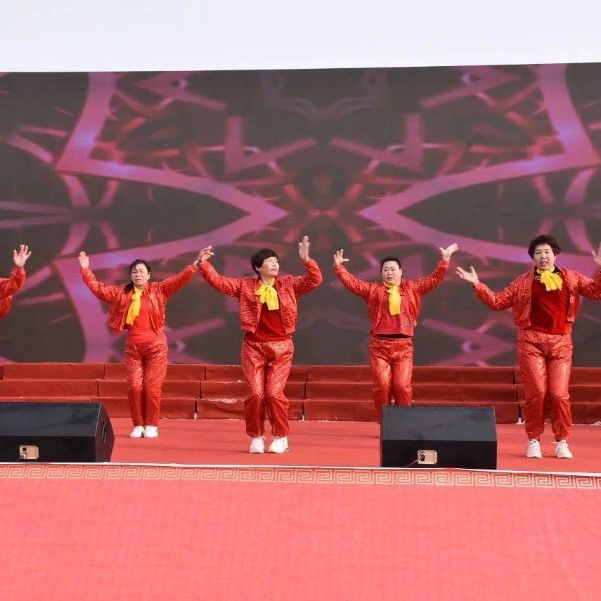 """场面太辣眼:温泉镇600大姑娘小媳妇""""疯""""了,一疯就是3小时!"""