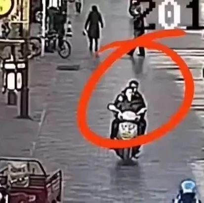 逃犯骑车载警察抓自己!神一般的剧情