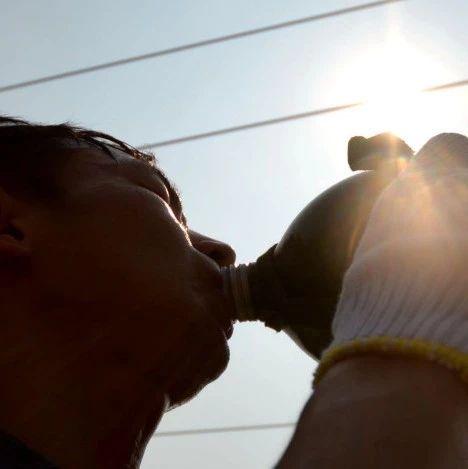 喝太多水可能中毒!这10种养生的喝水方法快分享给家人