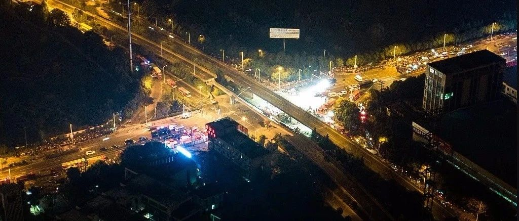 无锡高架桥侧翻事故:已致3死2伤,初步认定系车辆超载所致