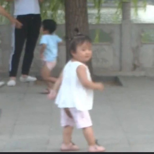 【武�g健身】健身的逗比爸��,你家孩子是�F充的吧/白家�彻��@武�g表演教�W
