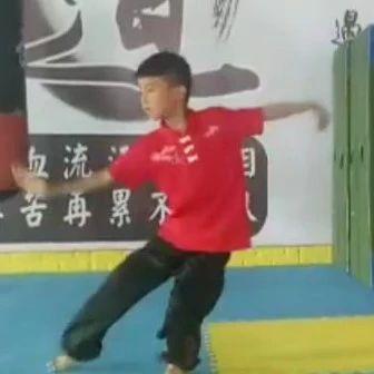 【健身】曲�一��哥�@跟�^打的,教你怎么�拳