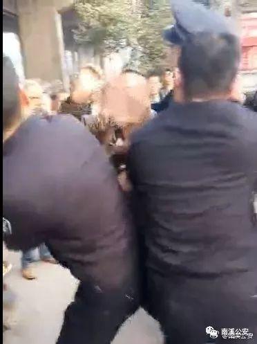 嚣张!南溪两男子阻碍民警执法,吃的害!