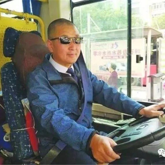 天水公交司机着装大变样,市民:这才是职业装!