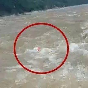 短短2秒!宜宾两人就被卷进水中旋涡,不见身影!你还敢下河游泳?