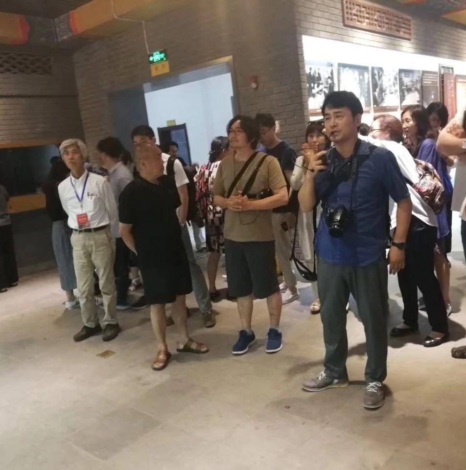 【关注】中日韩陶瓷艺术家参观中华曲艺展览馆