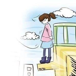 内江某医院内一女子欲跳楼消防员飞奔上前将其抱下