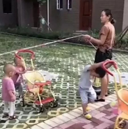 痛心!女子带着3名亲生孩子跳河自杀,原因竟是……